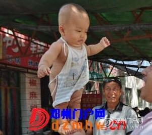 4个月的宝宝能站立?这是真的吗? - 邓州门户网|邓州网 - 093232ojr0mfzbcbzzcopw.jpg