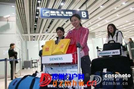 中国滞泰同胞坐包机回国很自豪 欧美游客还在等(图) - 邓州门户网|邓州网 - 20081202_5d760ff2440701cae7ffgoq2RIinwNYe.jpg
