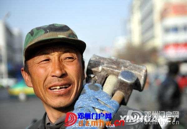 实拍:金融危机下的节后寻找工作的农民工们(图) - 邓州门户网|邓州网 - 20090209_f7babd5cdcd4f58ba3b9HmdBbDDh0AyV.jpg
