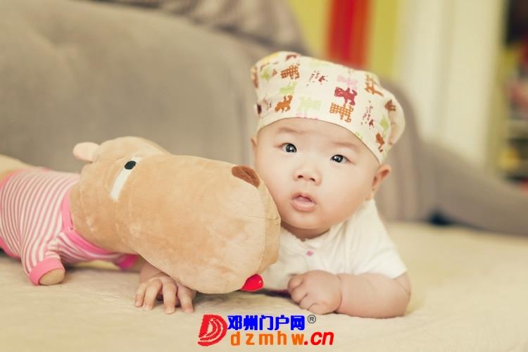同事帮我在家给我女儿拍的写真,4个月大。挺给力的阿 - 邓州门户网|邓州网 - 170488_56451375930382abd33b1be4dc1f2.jpg
