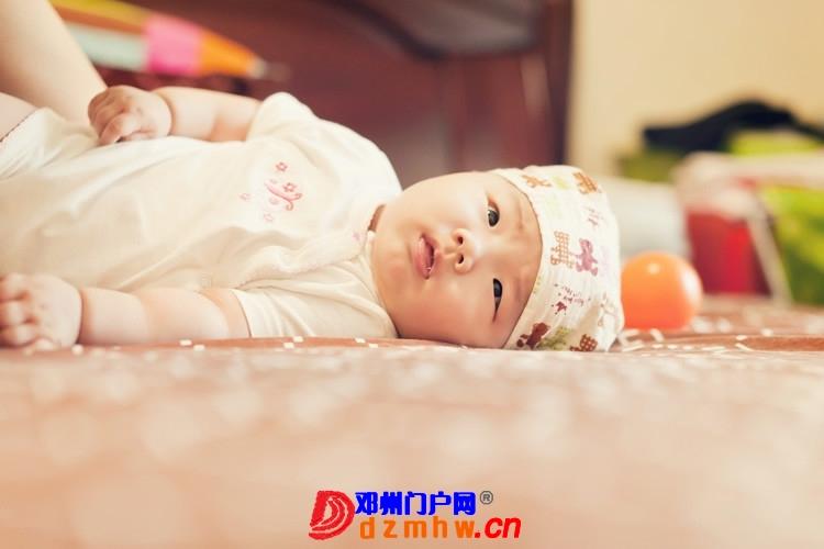 同事帮我在家给我女儿拍的写真,4个月大。挺给力的阿 - 邓州门户网|邓州网 - 170488_eed81375930408f261fee831d6ed8.jpg