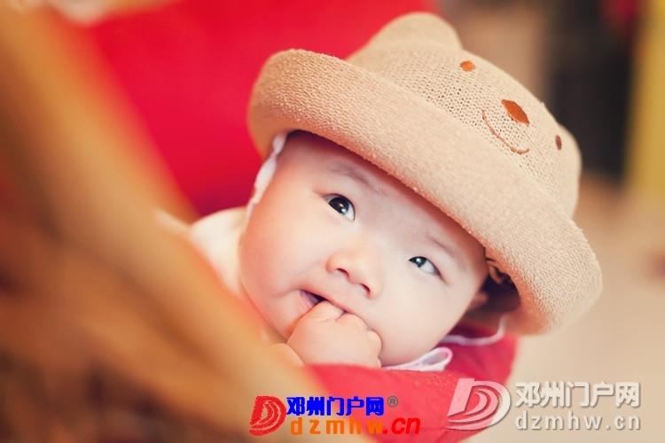同事帮我在家给我女儿拍的写真,4个月大。挺给力的阿 - 邓州门户网|邓州网 - 170488_4ffe137593051173babd1021536d7.jpg