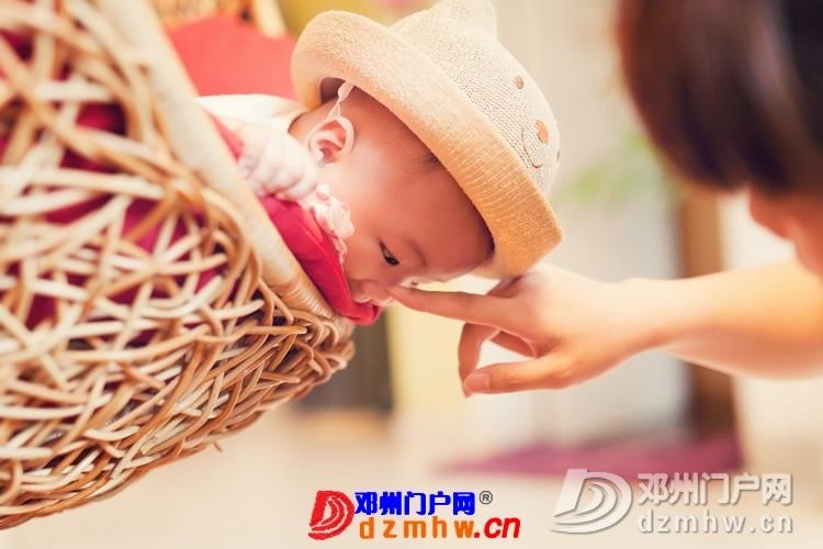 同事帮我在家给我女儿拍的写真,4个月大。挺给力的阿 - 邓州门户网|邓州网 - 170488_12fc1375930540ed225ab4d62286c.jpg