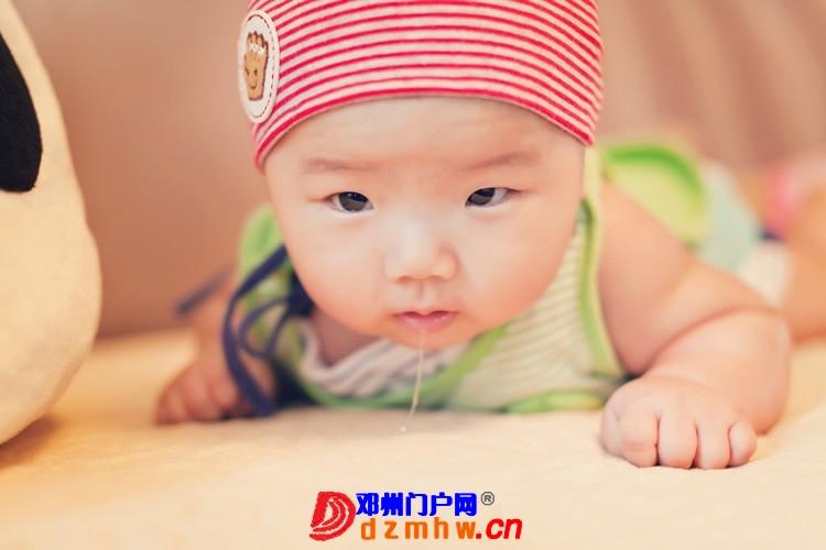 同事帮我在家给我女儿拍的写真,4个月大。挺给力的阿 - 邓州门户网|邓州网 - 170488_7aaf13759306071f0ed3e8d4fdd21.jpg