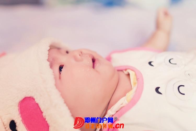 同事帮我在家给我女儿拍的写真,4个月大。挺给力的阿 - 邓州门户网|邓州网 - 170488_a8a31375930794f102579b0aa3eed.jpg