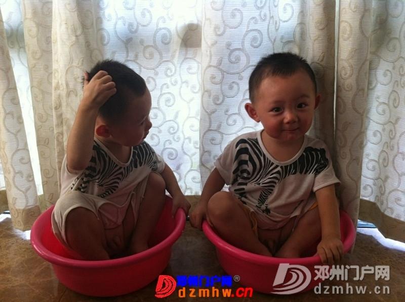 我家可爱的双胞胎宝宝,家里有两个在活宝,生活如此的多娇呀 - 邓州门户网|邓州网 - 325603_3b1f137671589584f2e7288f38d0a.jpg