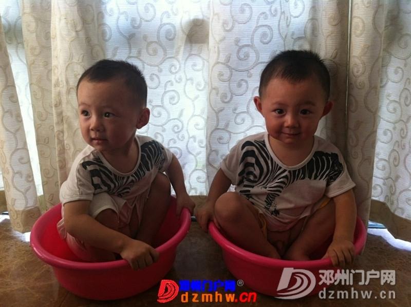 我家可爱的双胞胎宝宝,家里有两个在活宝,生活如此的多娇呀 - 邓州门户网|邓州网 - 325603_704713767159270d2fcd128aed389.jpg