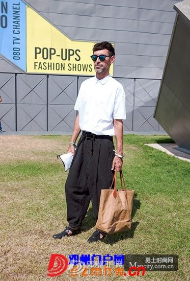 时尚男士穿衣搭配黑白系搭示范 - 邓州门户网|邓州网 - 3_201308091531458PO9z.jpg