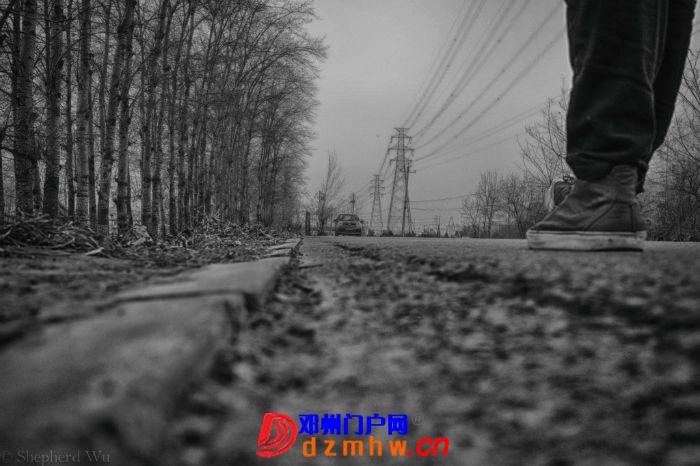 在路上的黑与白 - 邓州门户网|邓州网 - 224647topwzznujd4ok4pj.jpg