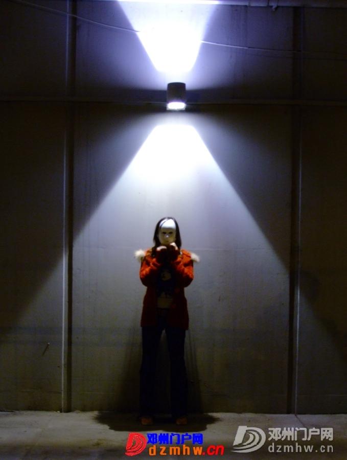 <<<面具下·娱乐场>>>天真躲在阑珊背后 笑容在霓虹旁肆意 - 邓州门户网|邓州网 - 4476587.jpg