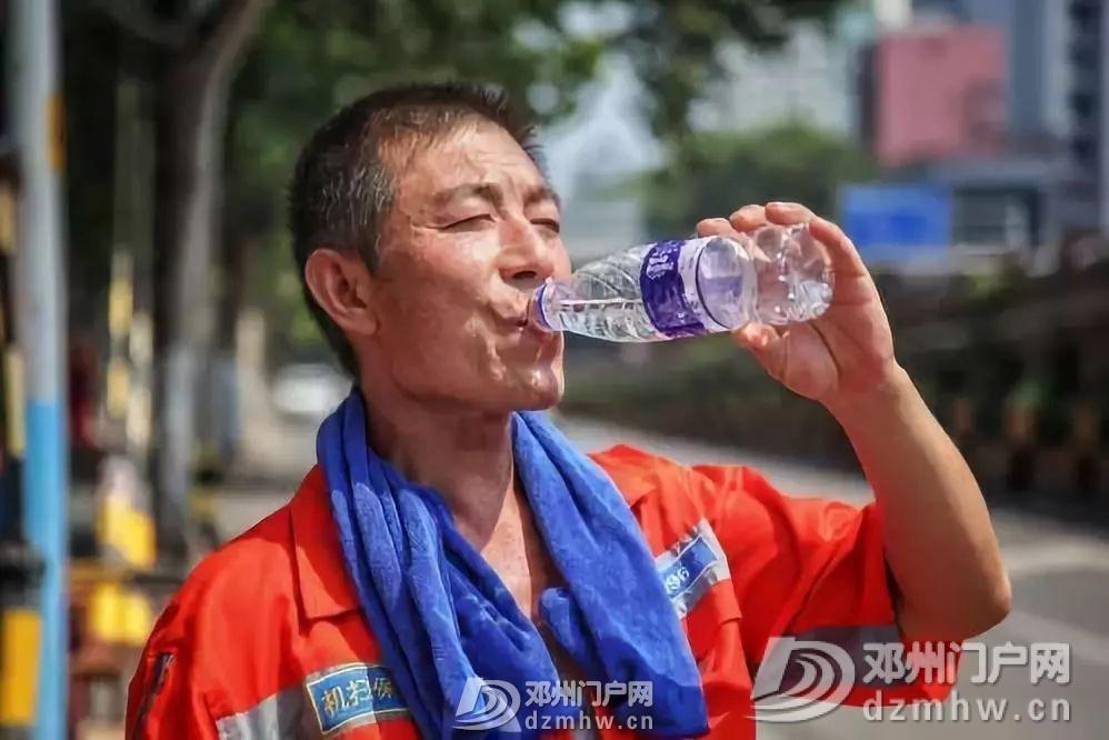 邓州40°C的高温下,街头竟然发生这样的事.. - 邓州门户网|邓州网 - 2952d476aed1f80ff061e0045a3775c5.jpg
