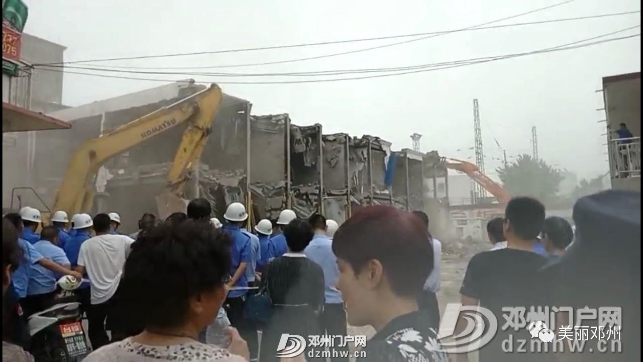 拆!拆!拆!邓州一孔桥旁已建成两年小区被强制拆除! - 邓州门户网|邓州网 - 10bbfe43b23c1b811a8f77f4dce70c62.jpg