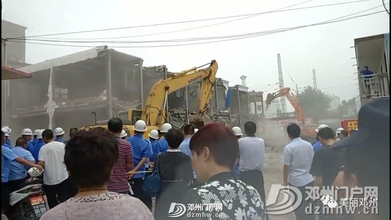 拆!拆!拆!邓州一孔桥旁已建成两年小区被强制拆除! - 邓州门户网|邓州网 - 1f56c0326dc67133ed5fed594697d1d8.jpg