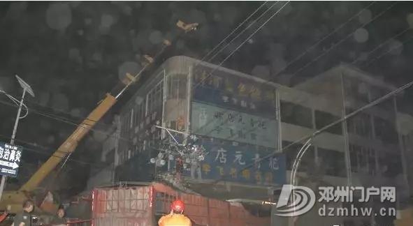 邓州某路口大货车冲进了小卖部 - 邓州门户网|邓州网 - 640.webp2_WPS图片.jpg