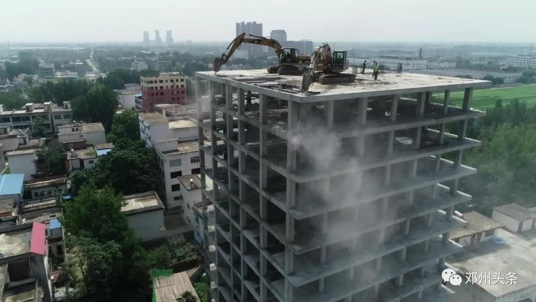 邓州穰城路南段一12层违建被拆除!