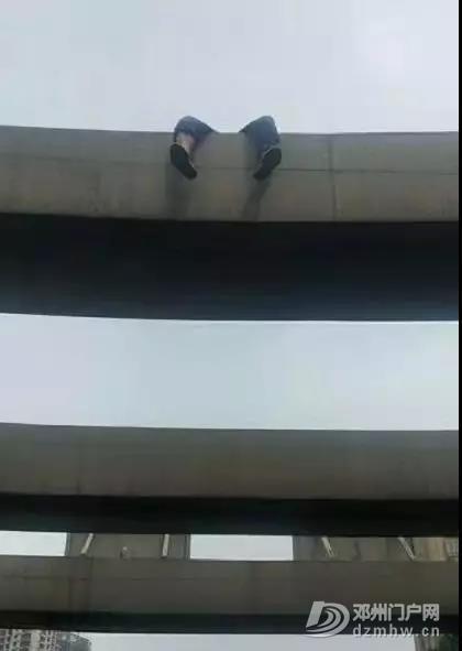 郑州:一男子因没钱给母亲看病,醉酒欲自杀,被警方救下! - 邓州门户网|邓州网 - 微信图片_20190721101325.jpg