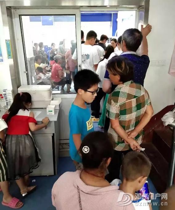邓州市疾控中心每天大量市民排队去登记接种疫苗 - 邓州门户网|邓州网 - 微信截图_20180609234025.png