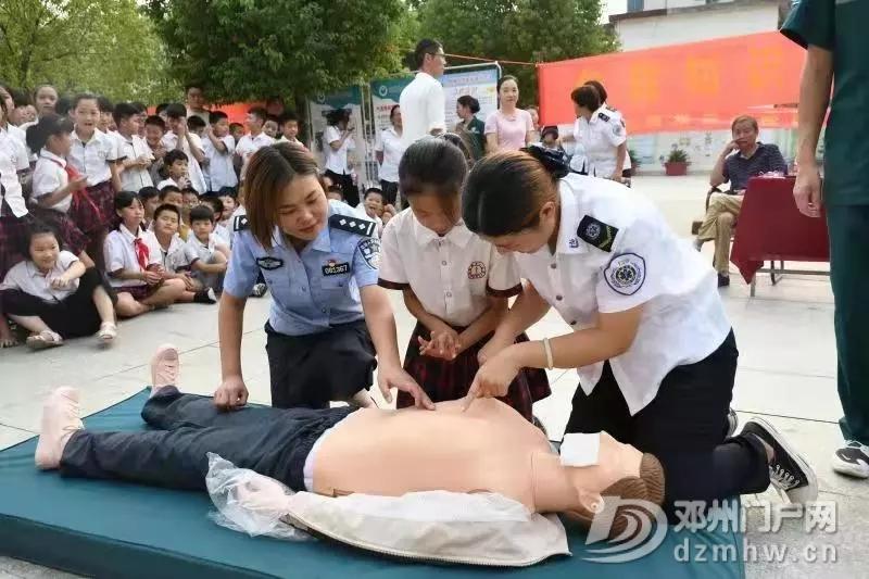 邓州:民警、医生联合打造学校平安活动 - 邓州门户网|邓州网 - 640.webp51.jpg