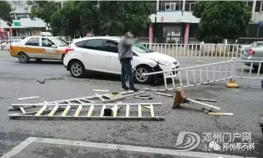 惊险!邓州新华路出事故,多节护栏被撞烂! - 邓州门户网 邓州网 - 640.webp23.jpg