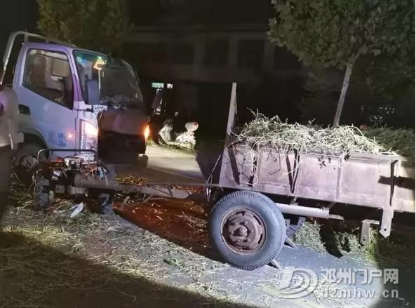张楼一货车与拖拉机相撞!车头散架,现场一片狼藉... - 邓州门户网|邓州网 - 微信截图_20190203233018.png