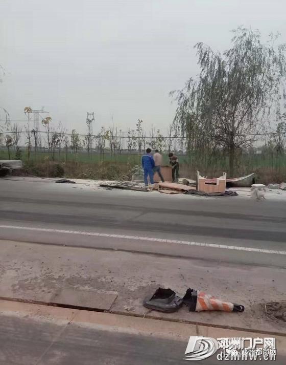 邓州裴营某加油站对面,一辆拉家具的汽车突然着火! - 邓州门户网 邓州网 - a924000dd58deea8633426e90bf08878.jpg