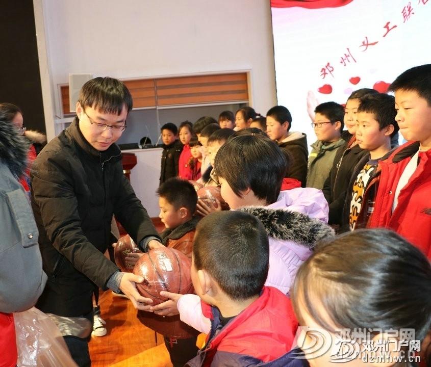 邓州义工联合会举办庆祝国际志愿者日暨爱心共读书屋项目颁奖活动 - 邓州门户网|邓州网 - af5265d0f10298acdb063f6eb8494abd.jpg