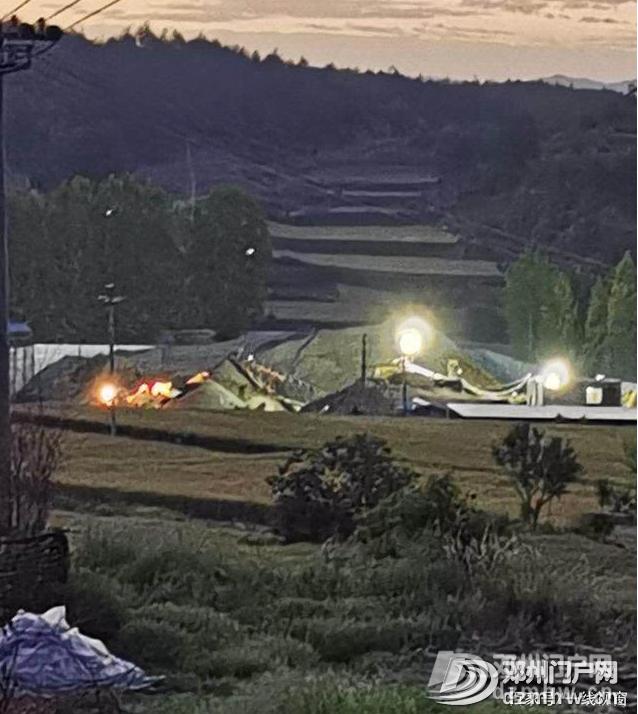 南阳一非法沙场生产忙污水流向大水缸 - 邓州门户网|邓州网 - 1cacfbcdb7c5ef8c4829202a06666c8d.png