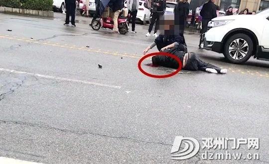 邓州七里店一汽车撞飞电车,男子满头血躺在地上... - 邓州门户网|邓州网 - e2191da8bf2e9b34b217a8312a0b6ad9.jpg