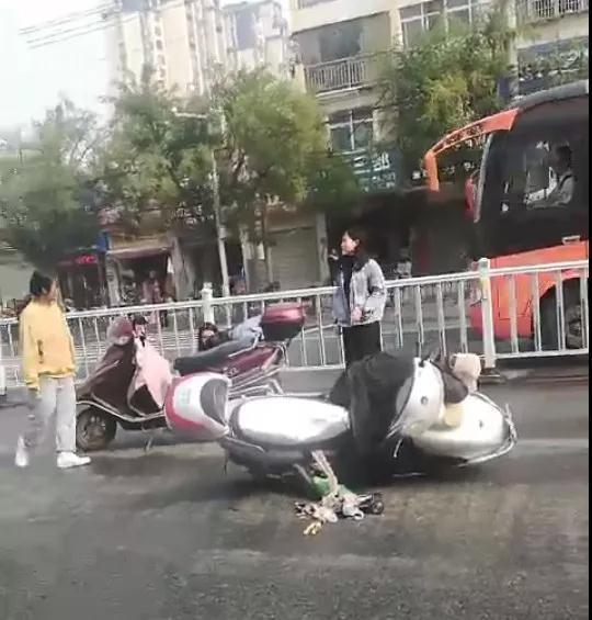 邓州这七个骑电动车的已被曝光,看有你认识的吗? - 邓州门户网|邓州网 - 微信图片_20201009095107.jpg
